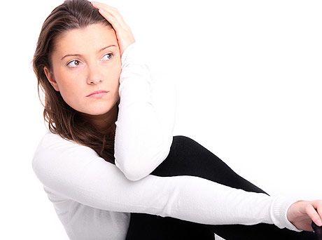 Черные выделения у женщин при месячных, при беременности